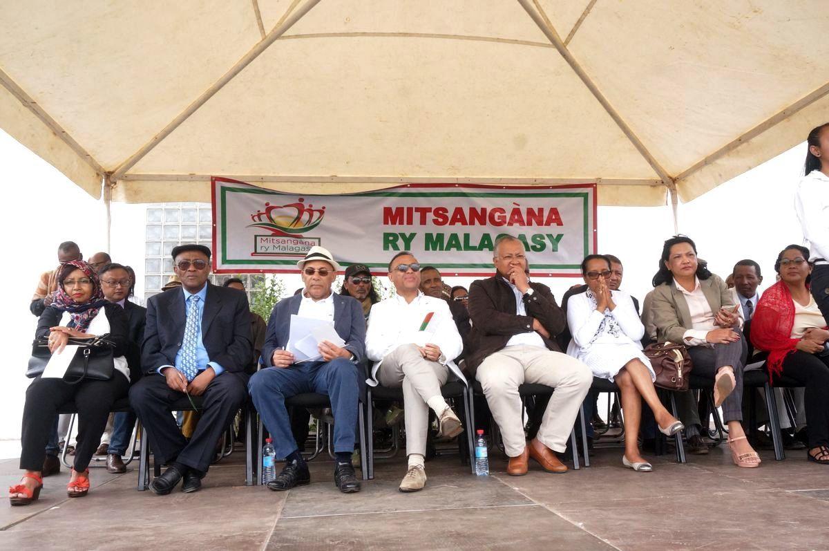 Mitsangana Ry Malagasy: «Président Rajaonarimampianina, dégage !»