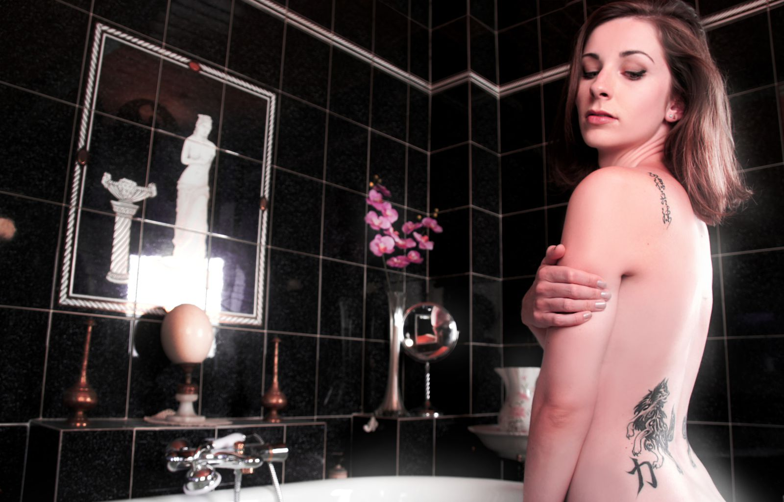 Shooting photo ; tatoo picture ; salle de bain empire