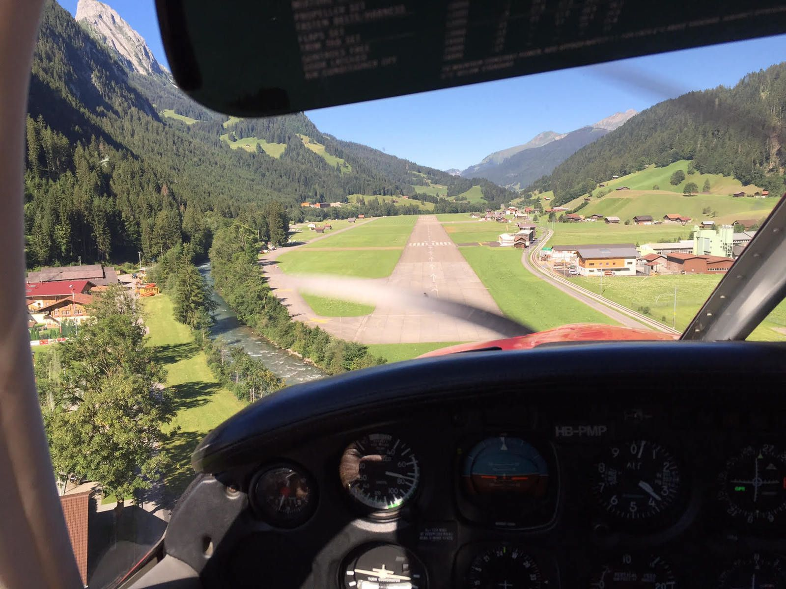 Vol en montagne entre le Sanetsch, Gstaad et la Gruyère
