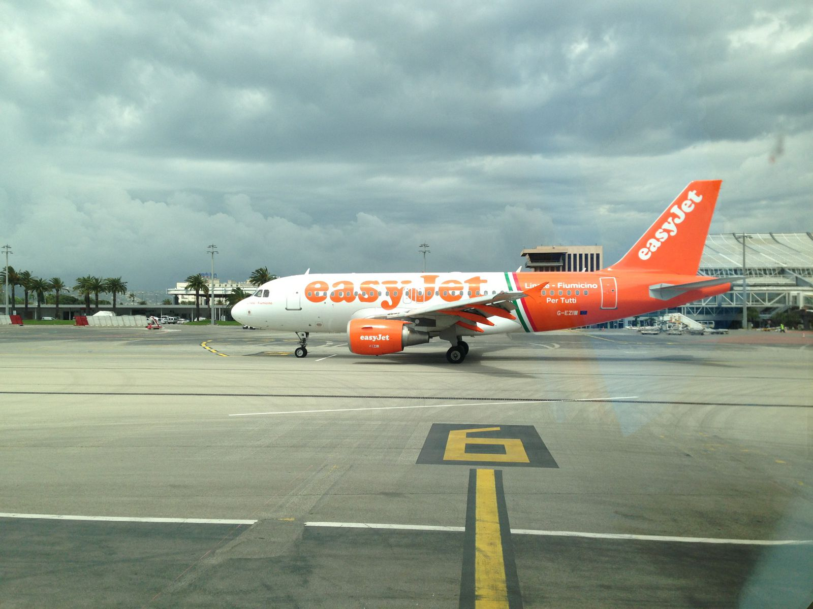 Special paint on a Easyjet A319