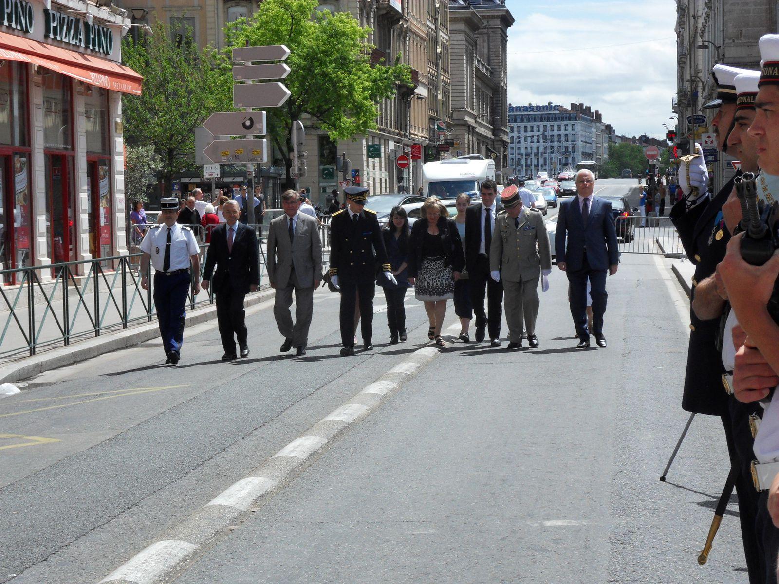 Photos Roland PICAUD: Discours des autorités et élèves suivis des dépôts de gerbes au nom de l'Association de la Journée de la Résistance, Région, Département, Municipalité, Etat