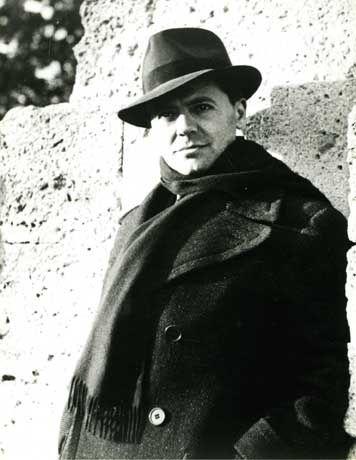 Jean Moulin est né le 20 juin 1899 à Béziers où son père était professeur d'histoire et conseiller général radical-socialiste de l'Hérault. Bachelier en 1917, il s'inscrit à la faculté de droit de Montpellier et entre parallèlement comme attaché au cabinet du préfet de l'Hérault. Jean Moulin est mobilisé en avril 1918 et envoyé dans les Vosges où le surprend l'armistice de novembre 1918. Licencié en droit, il entre très tôt dans la carrière préfectorale : d'abord secrétaire général de Préfecture à Montpellier, il est en 1925 le plus jeune sous-préfet de France, à Albertville en Savoie. Il est successivement sous-préfet de Châteaulin (1930-1933), de Thonon (1933) puis secrétaire général de la Somme (1934-1936).  Jean Moulin Il a également appartenu à plusieurs cabinets ministériels et notamment celui de Pierre Cot, Ministre de l'Air dans le gouvernement du Front populaire d'où il s'engage dans l'aide clandestine à l'Espagne républicaine. Nommé préfet en mars 1937, il est, là encore, le plus jeune préfet de France et est nommé à Rodez en 1938 puis à Chartres l'année suivante. Lorsque la guerre éclate, il veut rejoindre les troupes, mais il est maintenu en affectation spéciale à Chartres où il fait face à l'exode de la population. Le 17 juin 1940, il reçoit alors les premières unités allemandes ; les autorités d'occupation veulent lui faire signer une déclaration accusant des unités de tirailleurs africains d'avoir commis des atrocités envers des civils à Saint-Georges-sur-Eure, en réalité victimes des bombardements allemands. Maltraité et enfermé parce qu'il refuse de signer, il se tranche la gorge. Soigné in extremis par les Allemands, il reste à son poste avant d'être, comme préfet de gauche, révoqué par Vichy début novembre ; il part pour la zone sud, s'installe dans la maison familiale de Saint-Andiol (Bouches-du-Rhône) et prend contact avec les principaux mouvements de résistance de zone sud. En septembre 1941, il quitte la France par ses propres moyens pour rejo