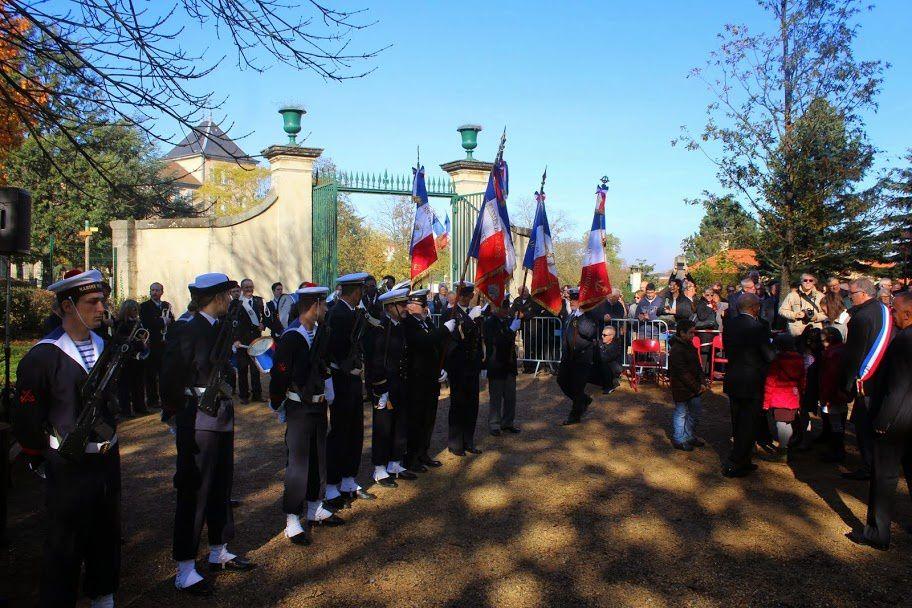 Photo Alain VALON et Myriam H-H: Les marins ont rendu les honneurs