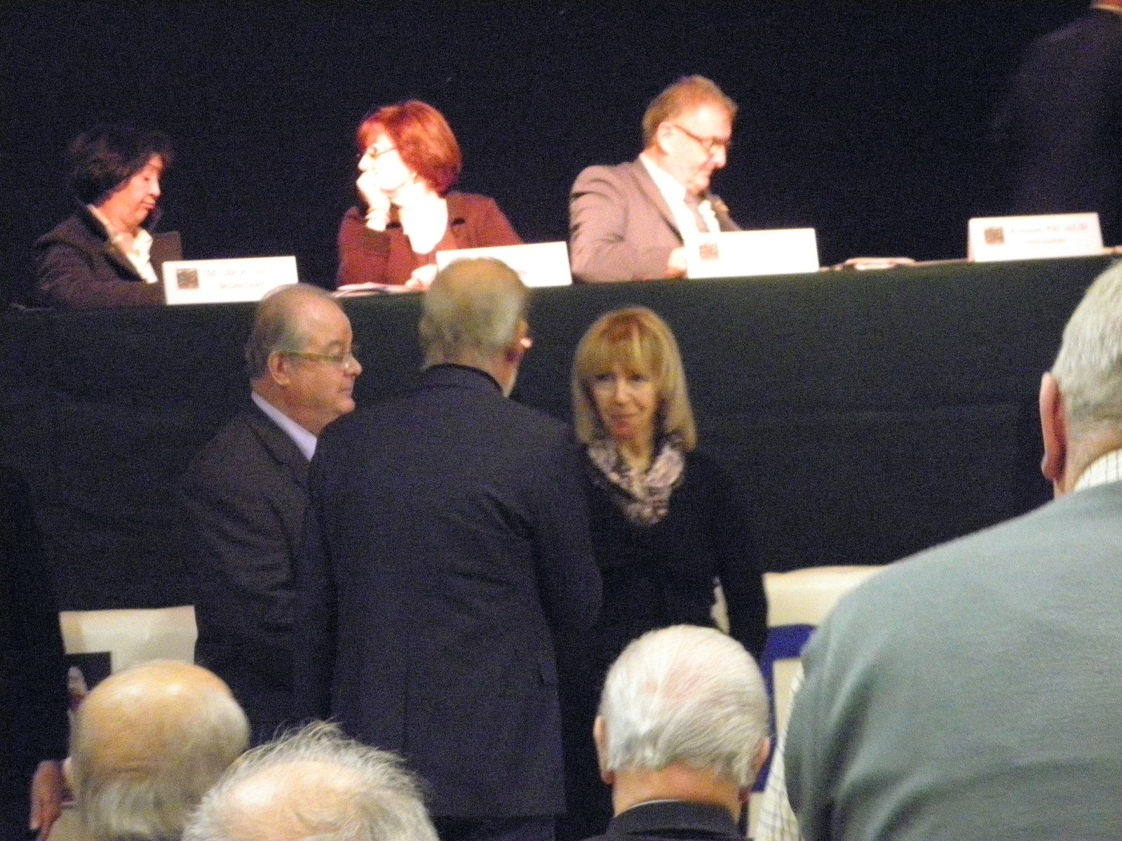 Photos Alain VALON et Patrice KRAUS: Le Conseil d'Administration a tenu à honorer Liliane PICAUD épouse du Président qui a accepté que le fonctionnement de l'Association soit assuré sur les deniers personnels de la famille.