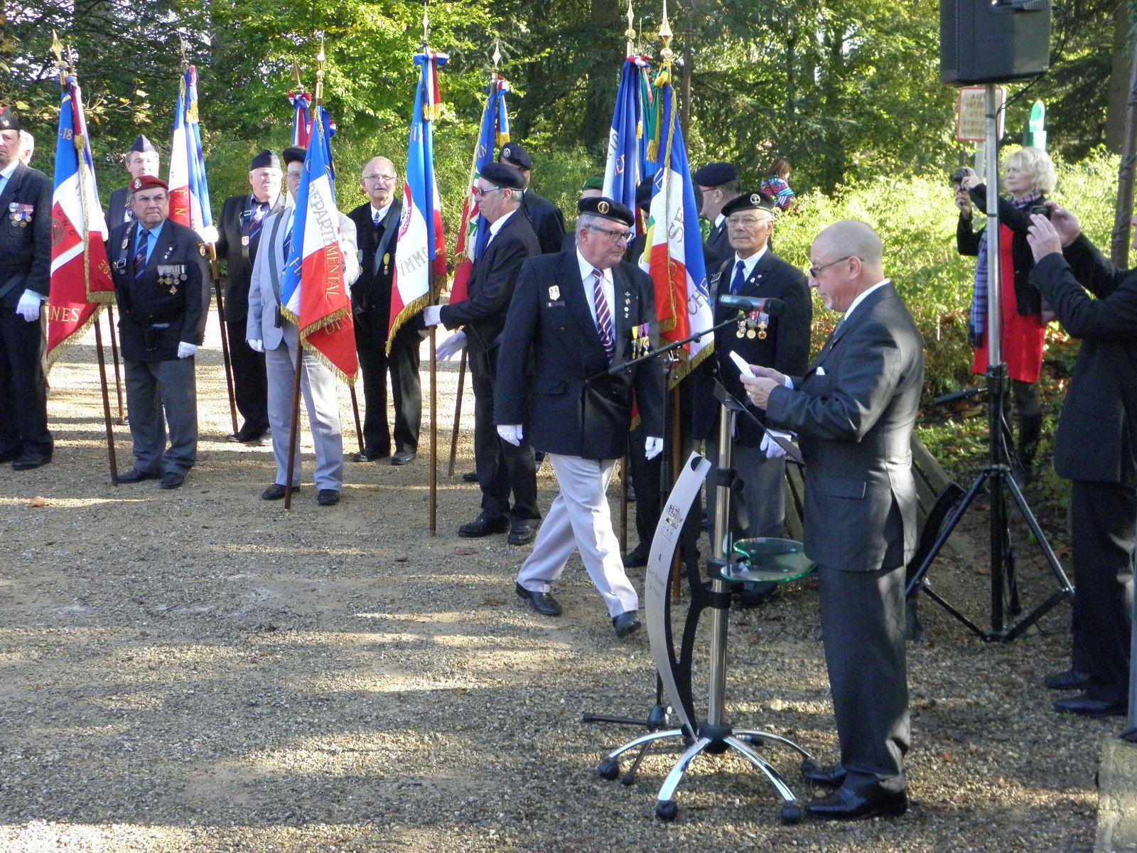 Photos Alain VALON et Myriam H-H: Le Président Roland PICAUD rendant hommage au travers de son message à tous les vétérans décédés et malades