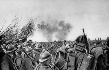 Tout commence le 21 février 1916, à 7h30, avec un déluge de feu sur les forts de Verdun et sur les tranchées où sont tapies trois divisions françaises. Puis, l'infanterie allemande monte à l'assaut. Certains soldats sont équipés d'un lance-flammes. C'est la première fois qu'est employée cette arme terrible. Le chef d'état-major allemand Erich von Falkenhayn veut de cette façon en finir avec une guerre de positions qui dure depuis la bataille de la Marne, dix-huit mois plus tôt. Il projette de « saigner l'armée française » par des bombardements intensifs.