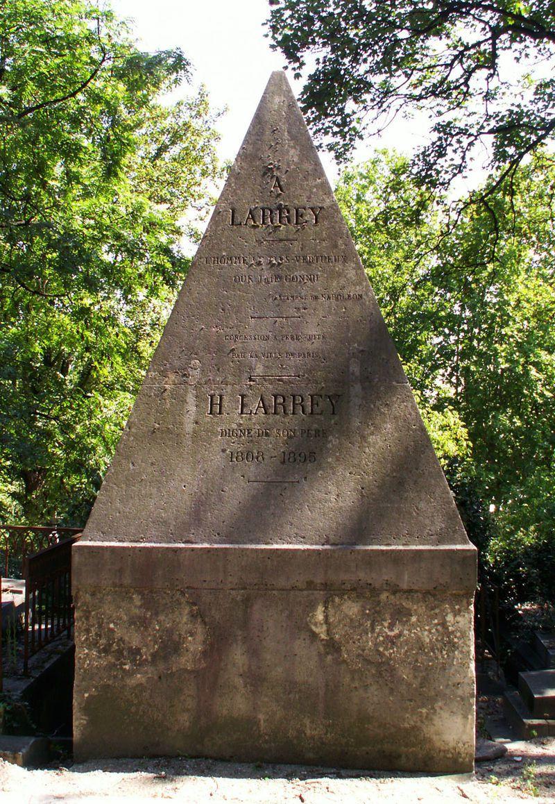 Cénotaphe de Larrey au cimetière du Père-Lachaise. En épitaphe, un extrait du testament de Napoléon : A Larrey, l'homme le plus vertueux que j'aie connu.