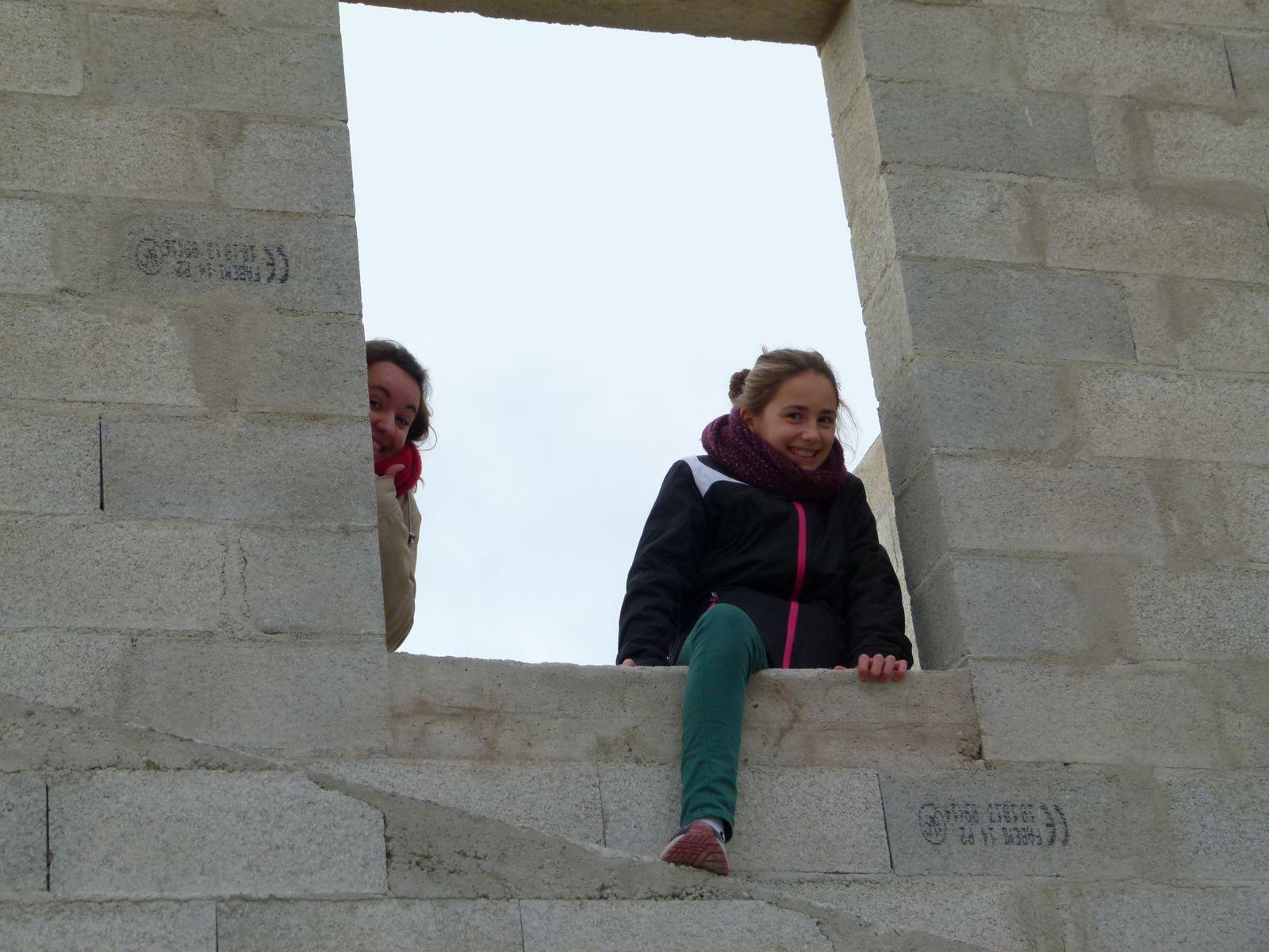 Cache cache sur le chantier for Fenetre qui rentre dans le mur