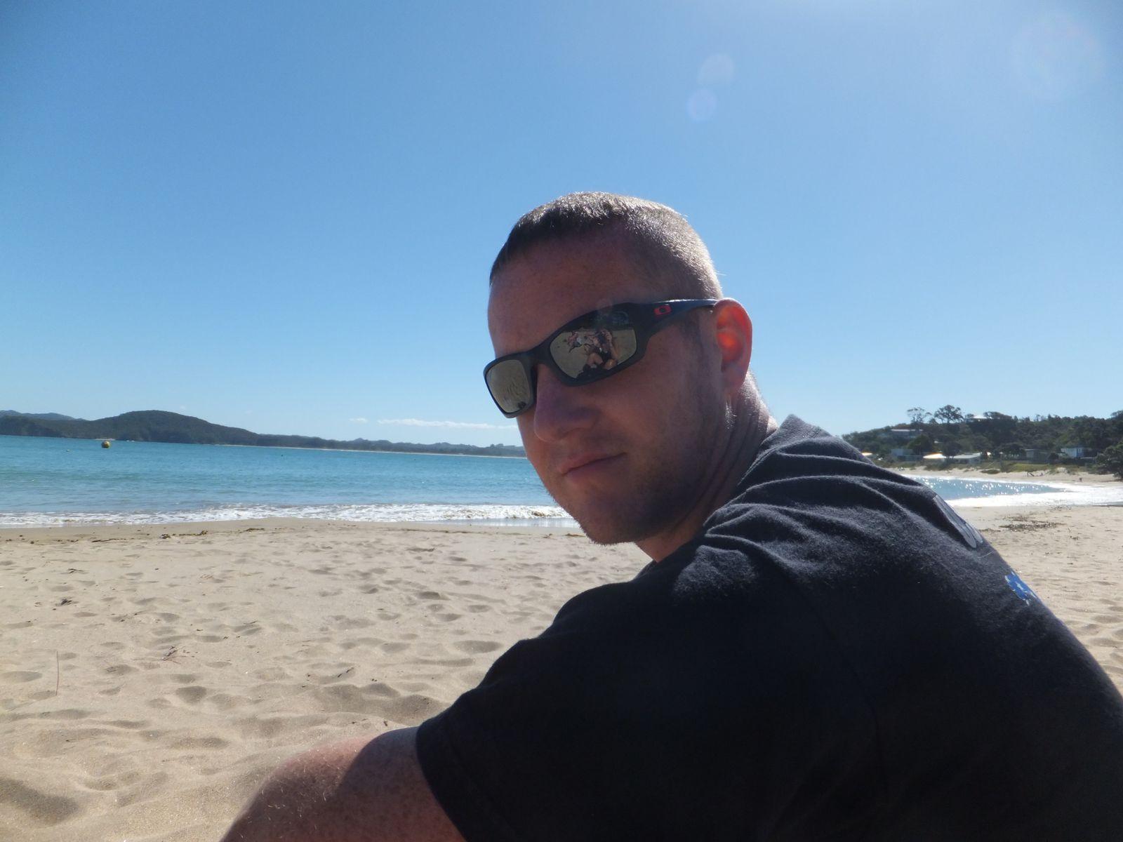 Surf et bodyboard à Sandy Bay, puis frites dans un bar sur le port de Tutukaka, et relax à Wellington bay... Premiers essais de bodyboard pour moi, et de surf pour Maik... On a même croisé Brice de Nice &#x3B;) Bref, un we comme les autres dans le Northland... Lazy, lazy people &#x3B;)