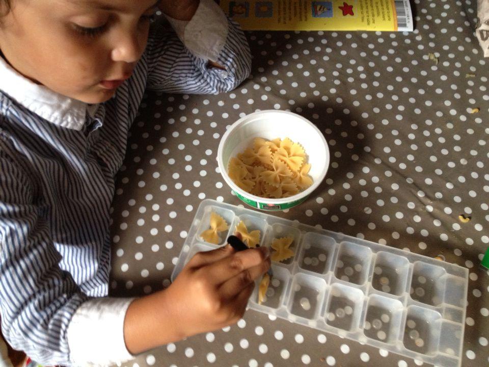 Des activités Montessori pour travailler la motricité fine