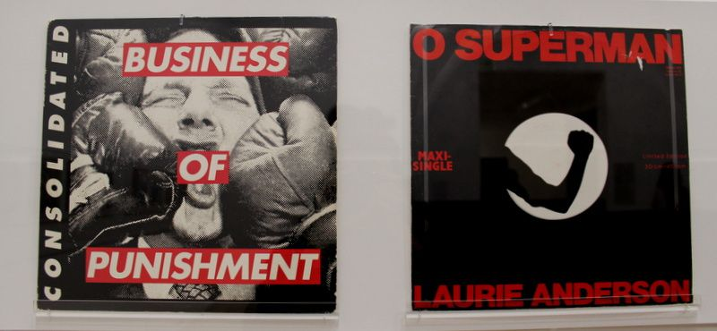 de gauche a droite: Buisiness of punishment, o superman de Laurie Anderson et enfin the resident eskimo