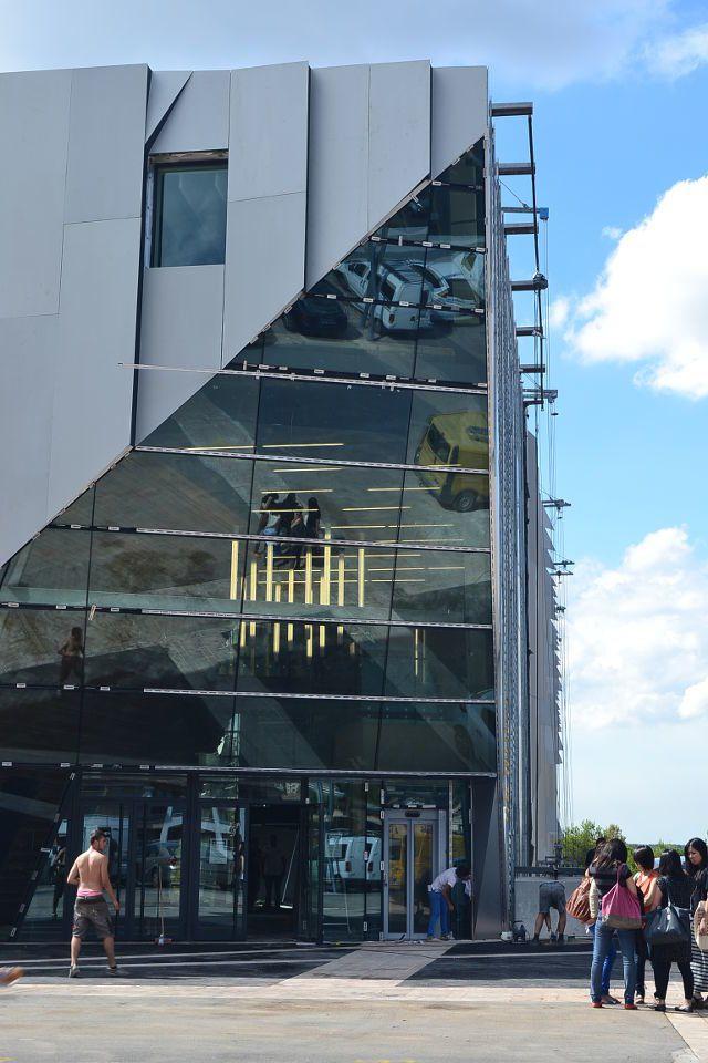 Nouveau conservatoire, ouverture prevue dans peu de temps, juste à coté le Pavillon Noir