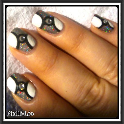 Nail Art Graphique/Futuriste