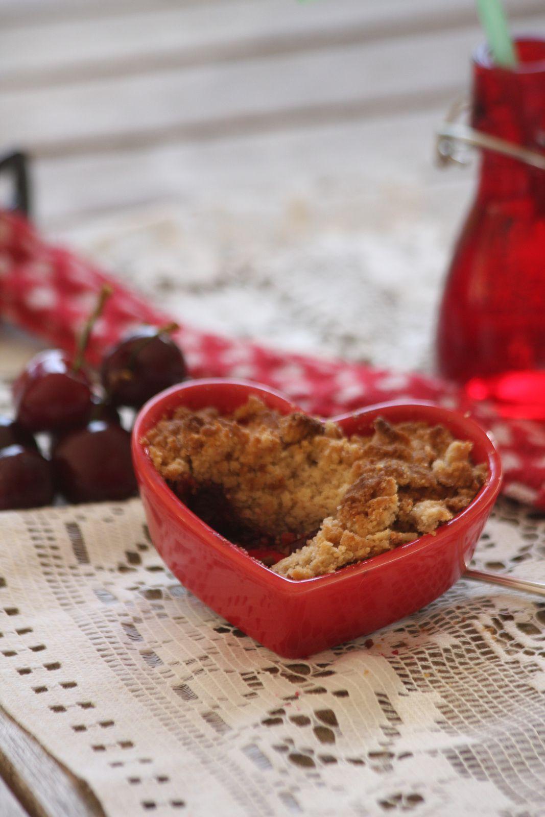Crumble aux cerises, au gingembre et à la farine de chataigne
