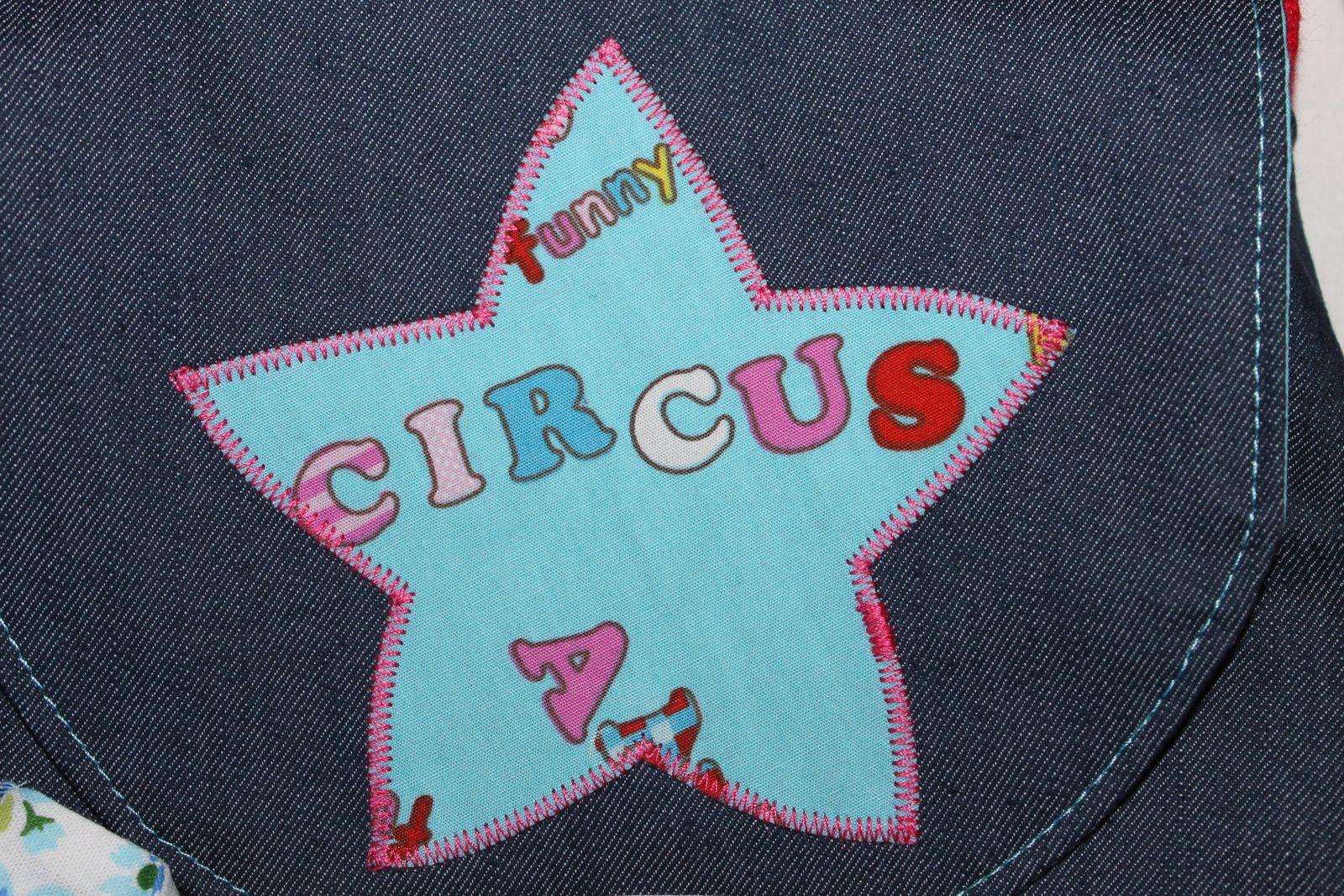 devant une étoile appliquée, au dos circus comme une signature, le tout dans le tissu de la doublure