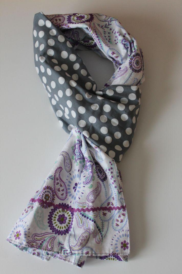 Mon écharpe : coupon à pois gris et coupon inspiration cachemire dans les tons violets, petit ruban violet