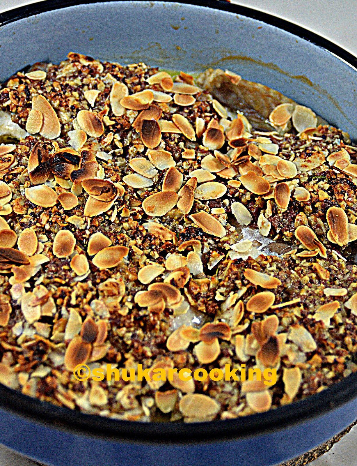 Crumble de lieu noir au jambon, amandes et noix