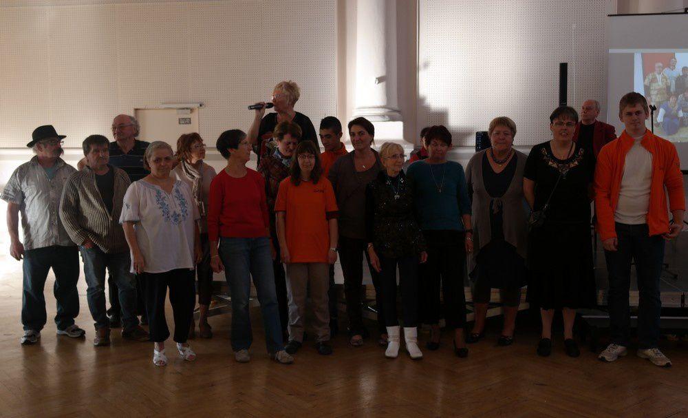 Thé dansant et chantant à la salle des fêtes de Bourg