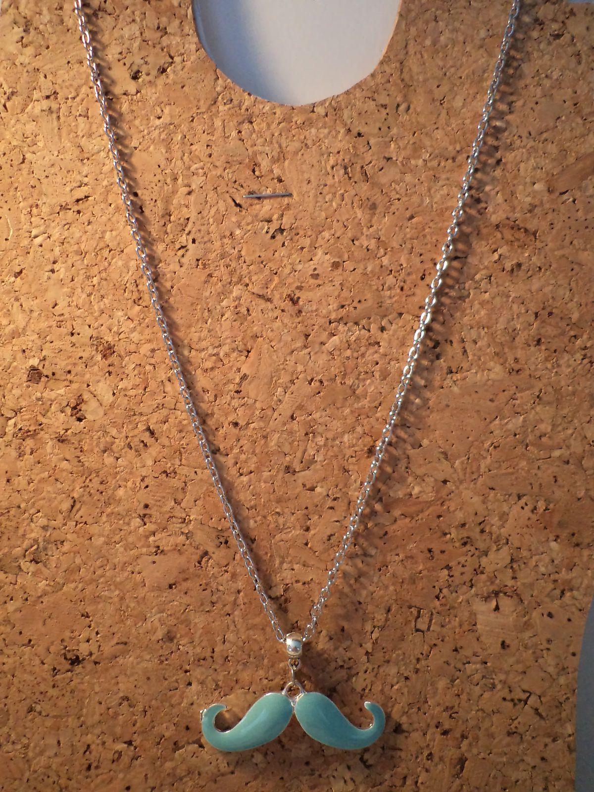 collier chaine MOUSTACHE