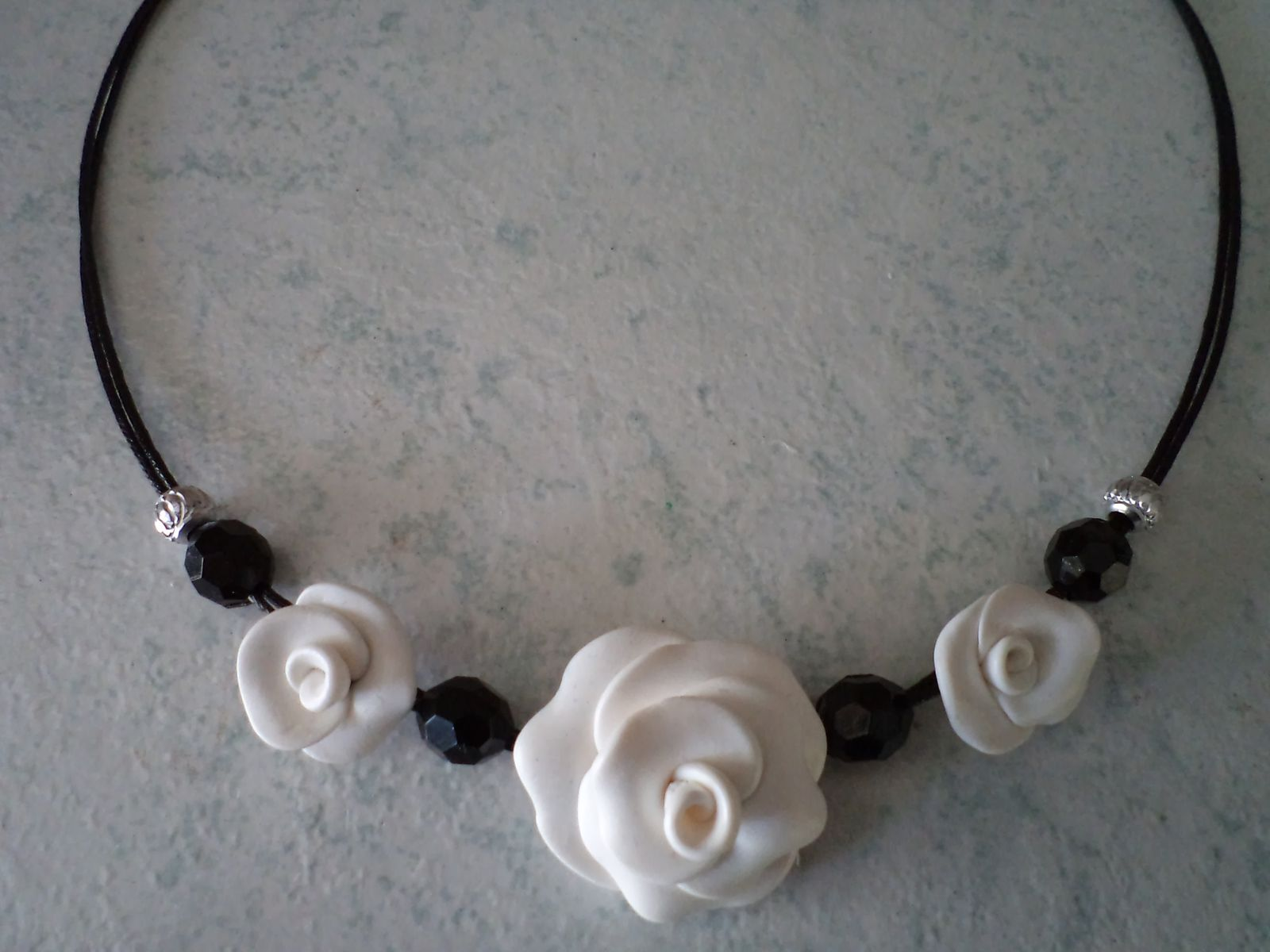 collier TELL BLACK AND WHITE