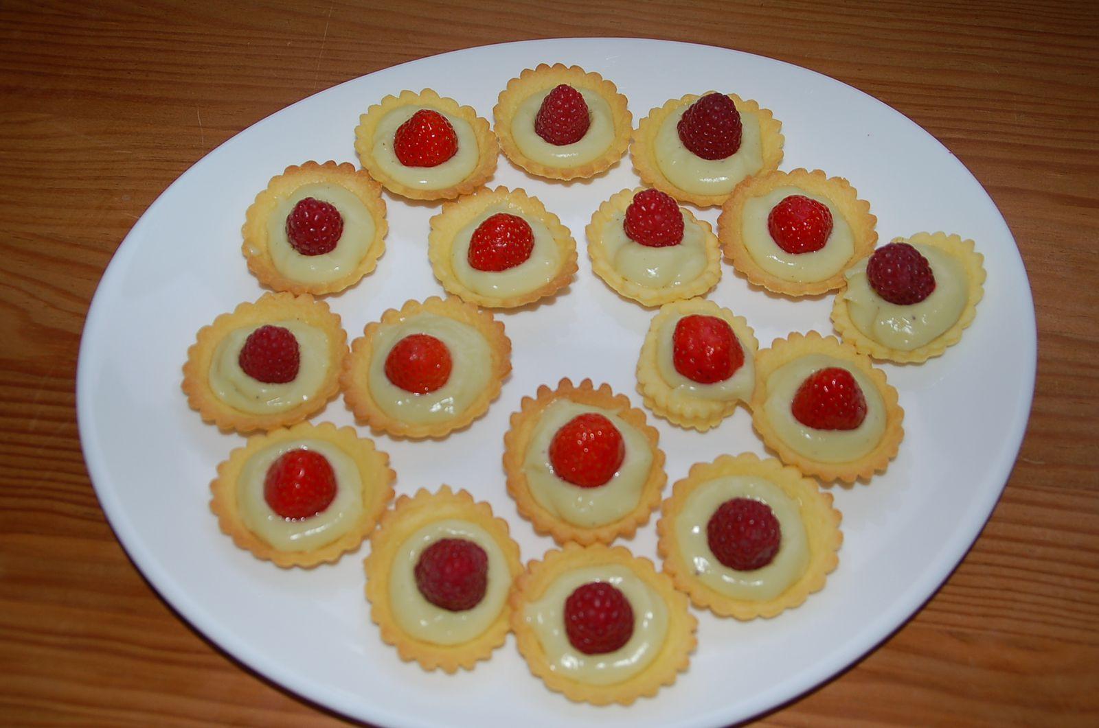 Minis tartelettes pistache framboises ou fraises for Deco cuisine quatre bourgeois