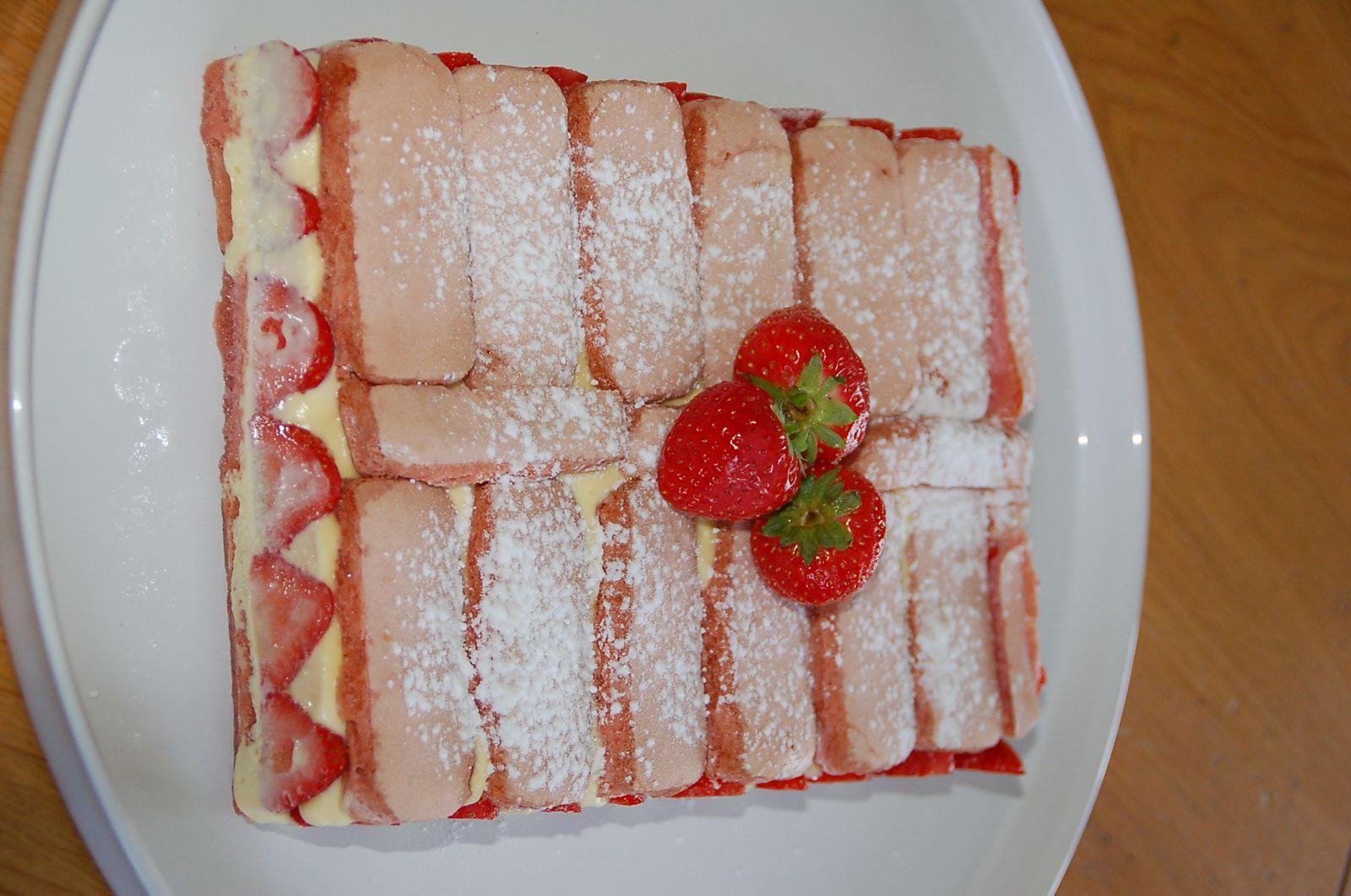 Fraisier aux biscuits roses de Reims
