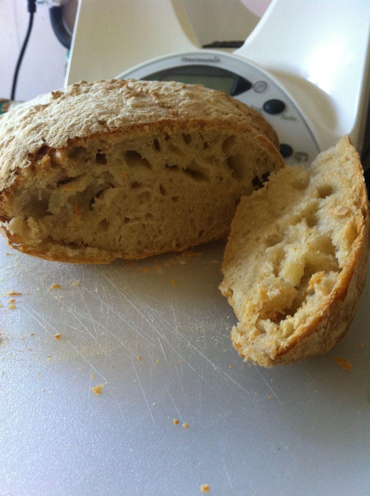 pain : vraiment bonne recette. Dommage un peu trop dur la croûte mais j'ai laissé la pâte levée trop longtemps. La mie est un peu trop serrée mais ca n'empêche qu'il soit bon