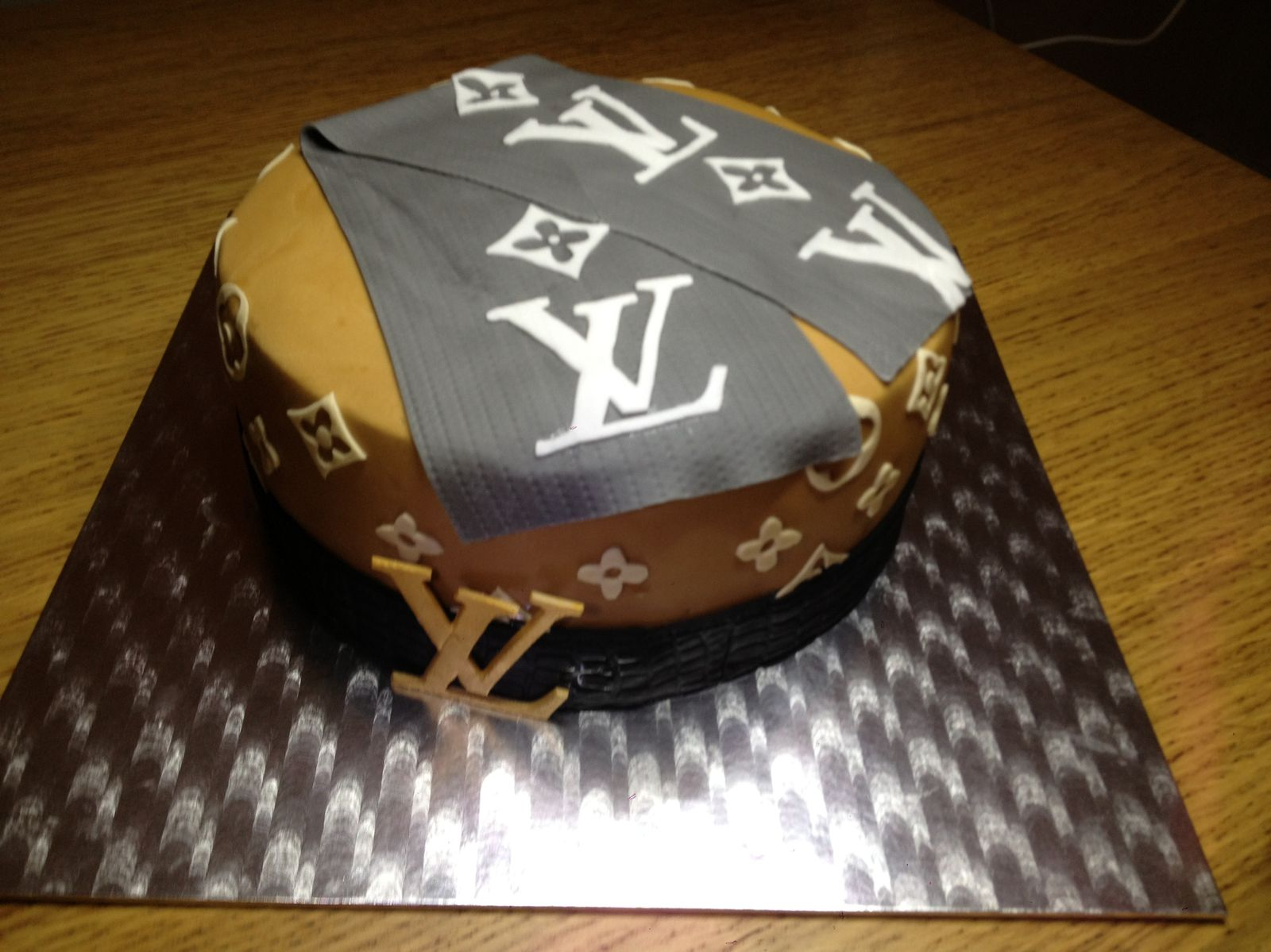 G Cake joe Louis Vuitton - gcakefactory.com 454666a61d4