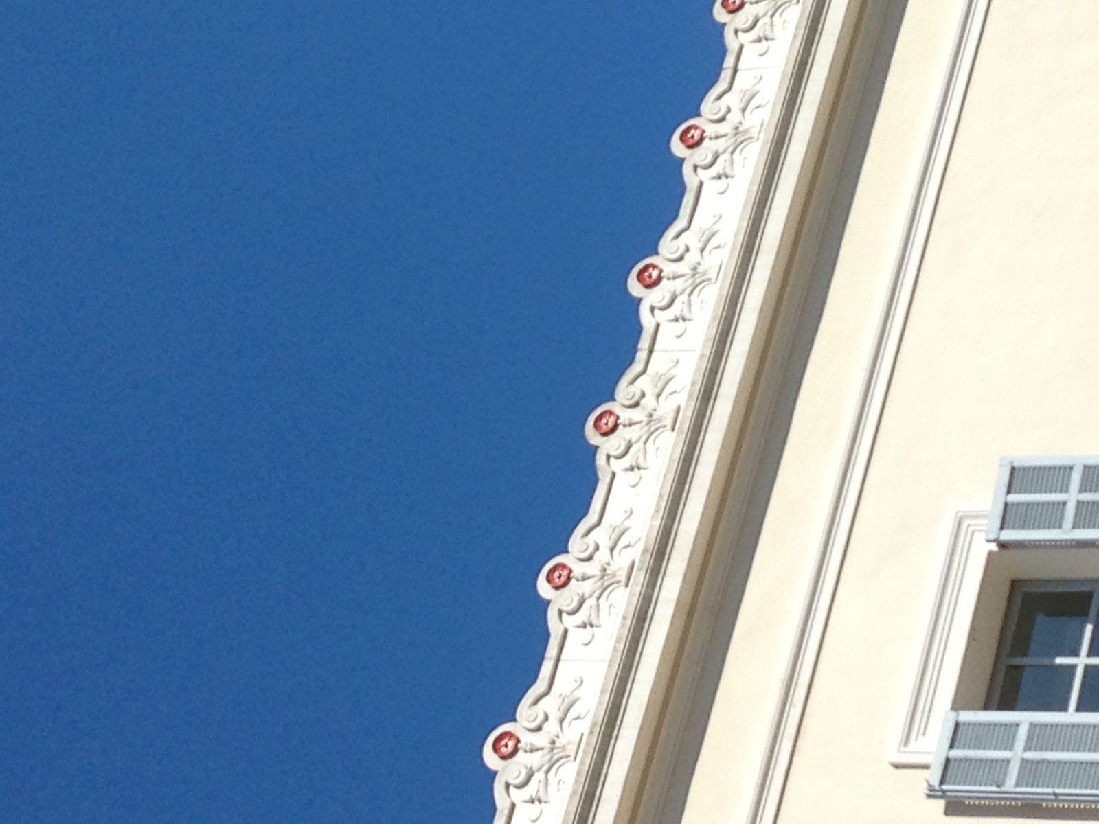 4ème et 7ème photo : L'Homme au mouton oeuvre de Picasso offert à la ville de Vallauris ;  8ème photo : la  tombe de Jean Marais             tombe de Jean Marais au vieux cimetière de Vallauris
