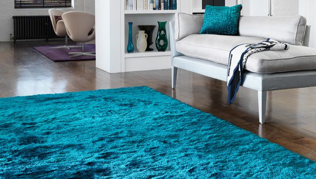 cr ez une ambiance douce et apaisante avec un tapis bleu univers du tapis. Black Bedroom Furniture Sets. Home Design Ideas