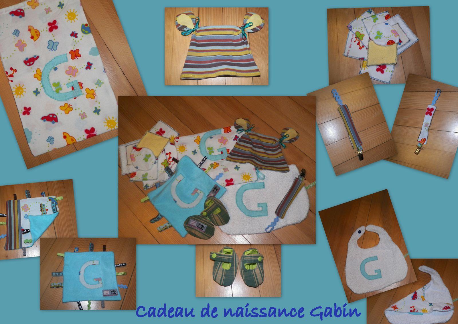 Doudou étiquettes, bavette simple avec lettres, attache tétine, lingettes lavables, chaussons naissance et bonnet de nounours.