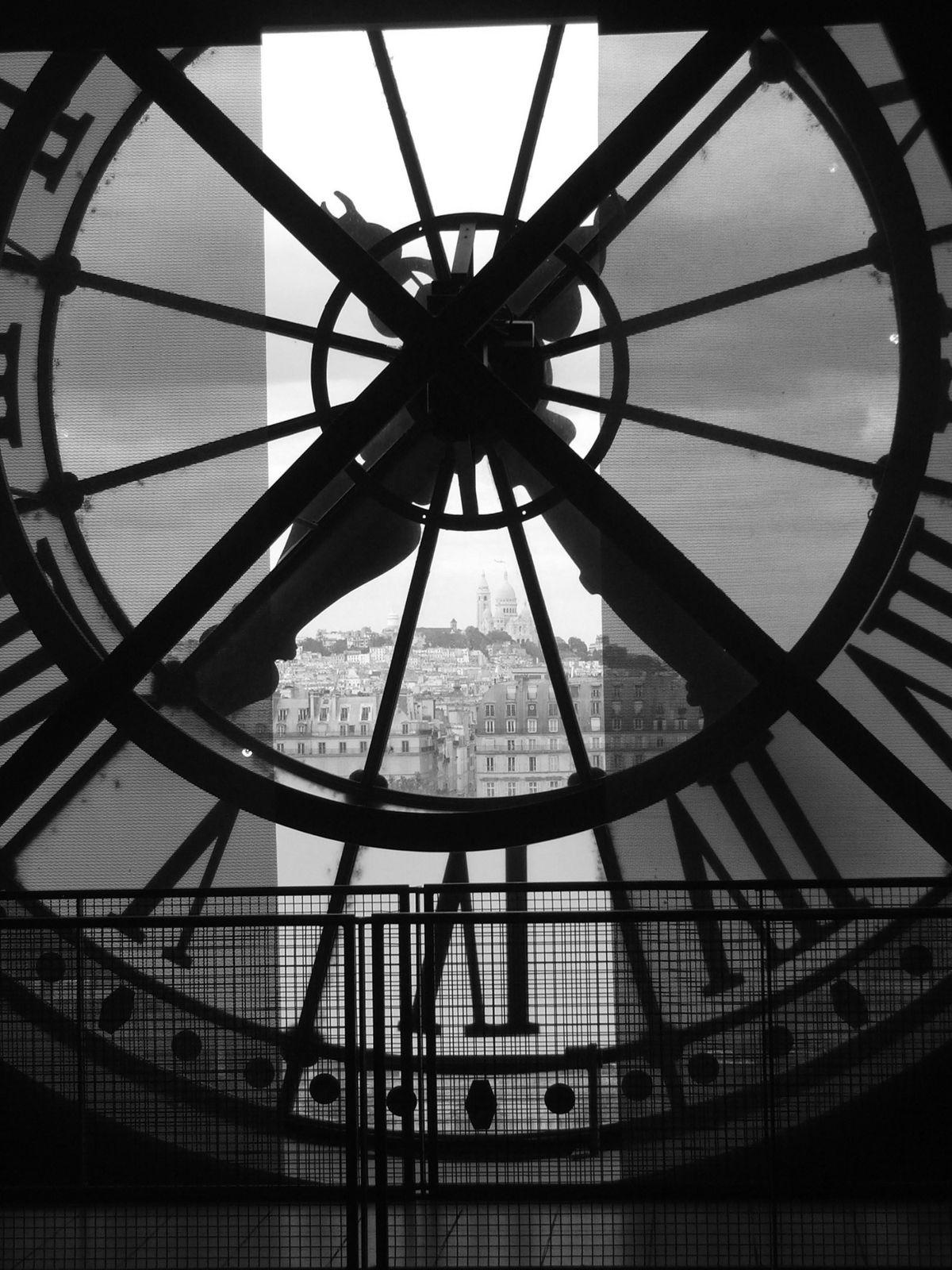 Il veille depuis si longtemps que les minutes n'ont plus de sens.