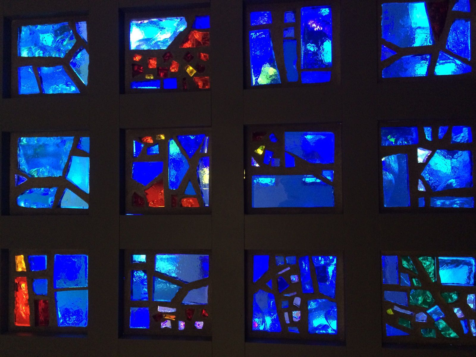 Gabriel Loire claustras en dalles de verre Eglise du Souvenir à Berlin - Atelier Loire