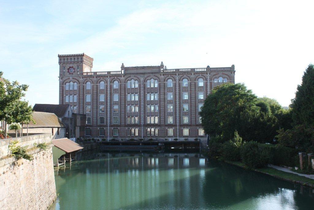 Les Moulins Sassot enjambent la Seine