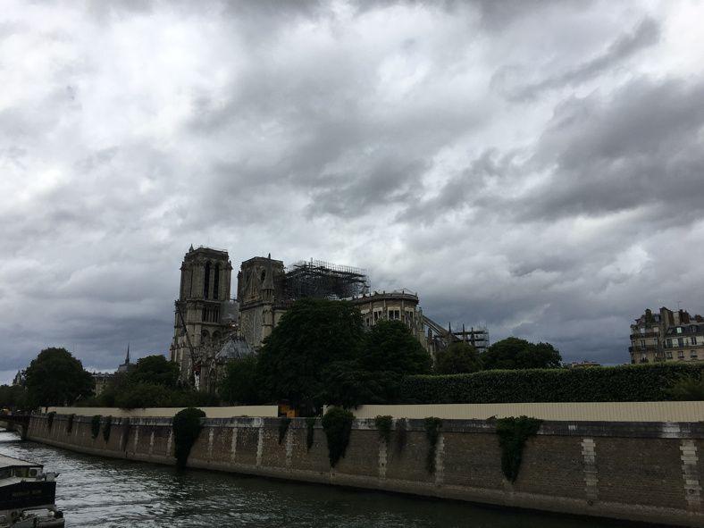 Sylvain Tesson, Notre-Dame ô reine de douleur