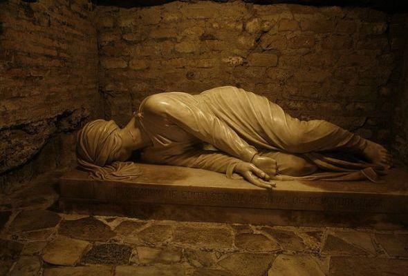 Les Catacombes de Domitilla à Rome   La statue de Santa Cecilia   Les gardiens des portes : Amélie