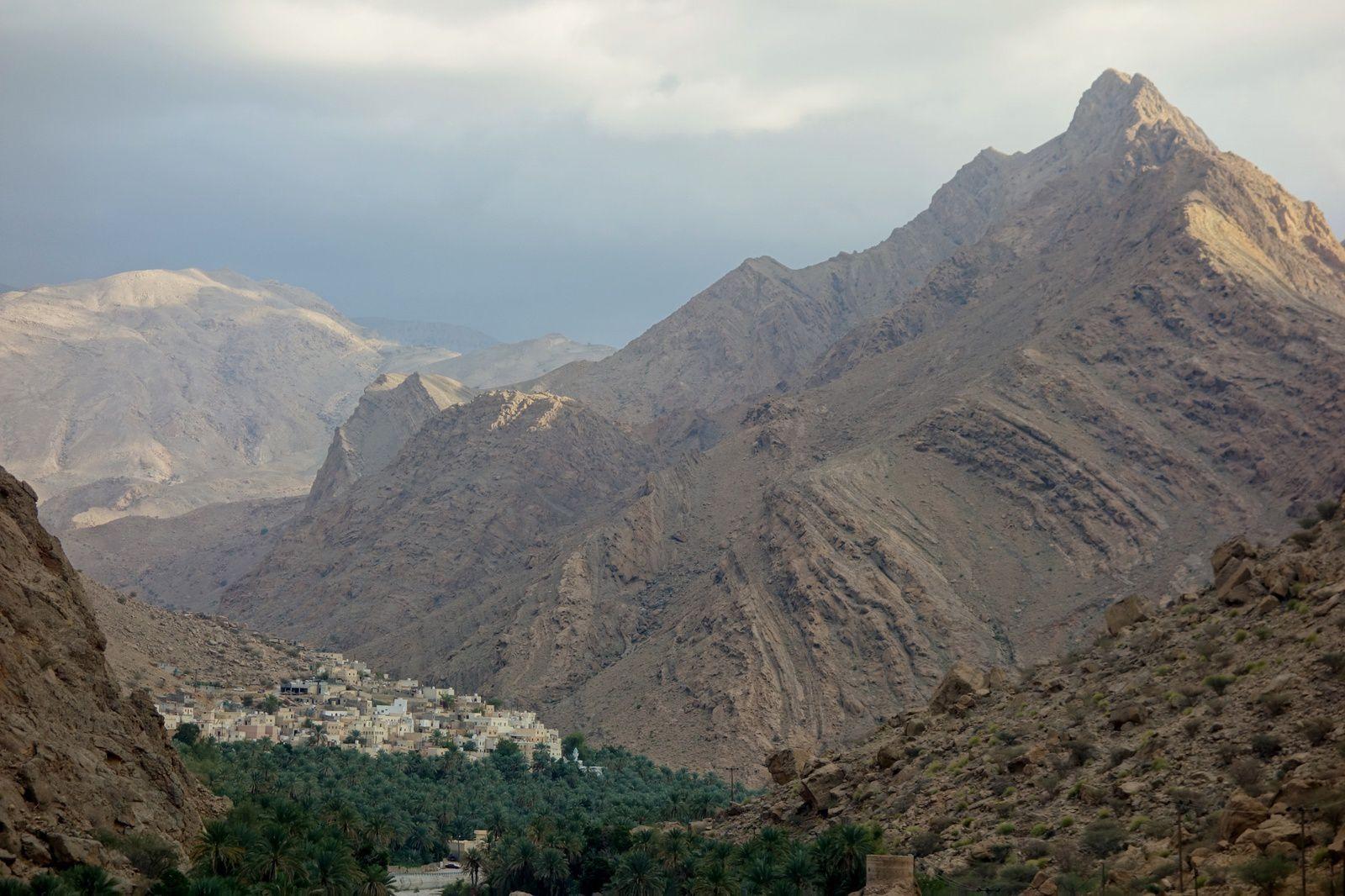 Une oasis planquée dans les montagnes au coeur du désert