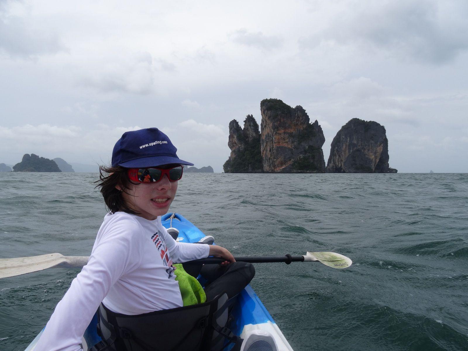 Deep water solo sur les stalactites des îles de la Mer d'Andaman