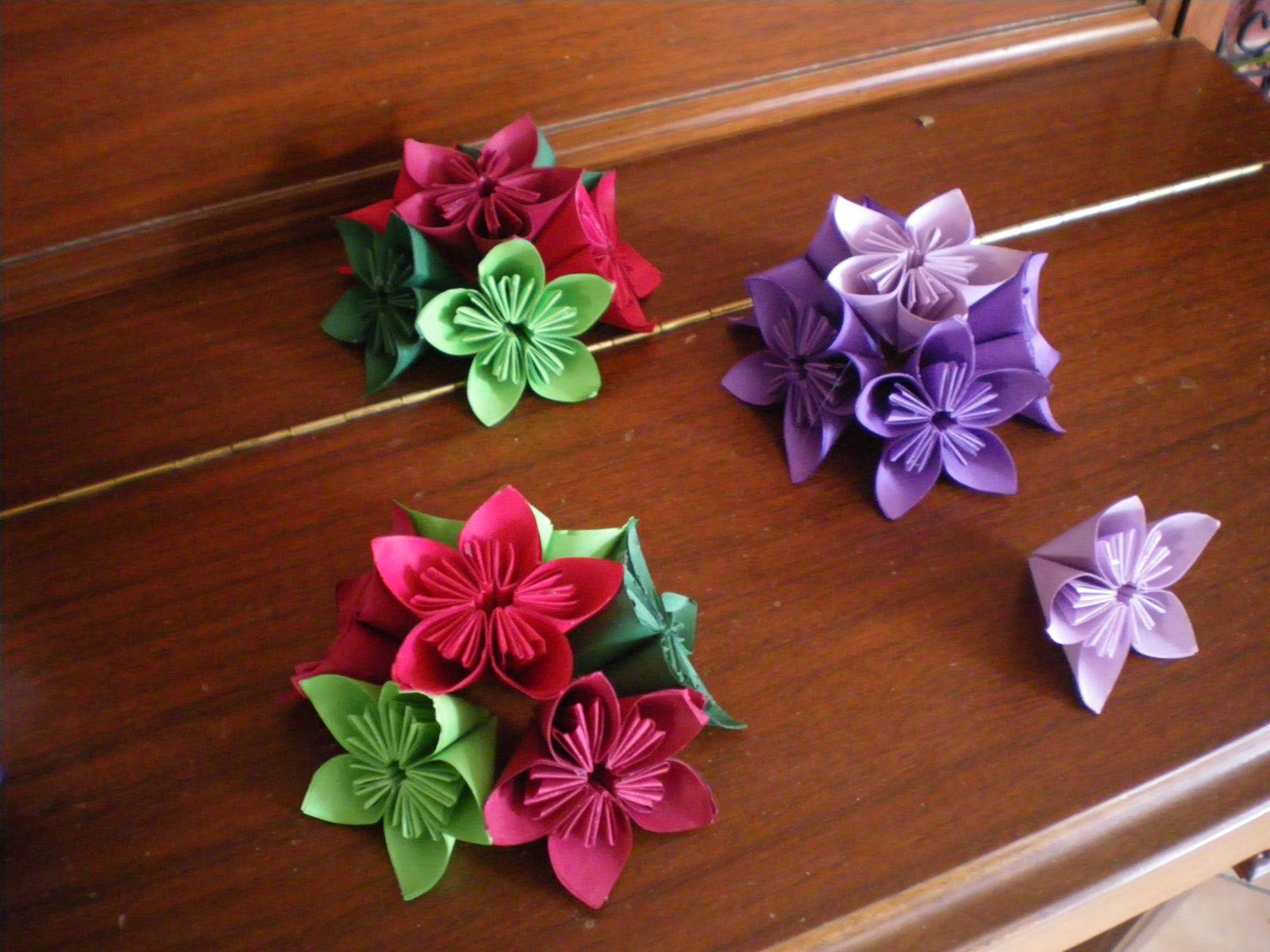 origami : boule de Noël en fleurs