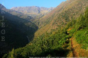 Montée au Montcalm vue de la vallée de l'Artigue (1400m)