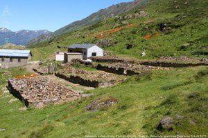 Batiments ruinés - Etang d'Izourt (1647m)