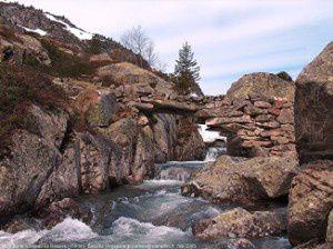Pont sur le ruisseau de Bassiès (1590m)