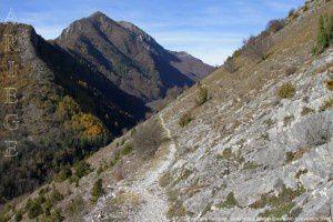 Sentier vers Sentenac