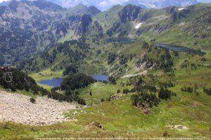 Etang de Rabassoles, étang Noir, étang Bleu vus du col de la Coumeille de l'Ours (2170m)