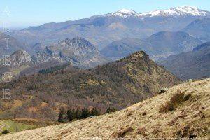 Sommet du Mont vu du Roc de Peyrenègre (1390m)