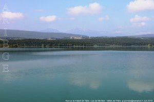 Vue sur le massif de Tabe - Lac de Montbel