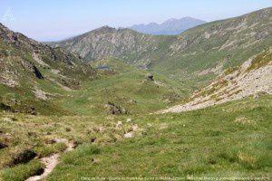 Etang de Ruille - Coume du Riutort vus du col du Riutort (2250m)