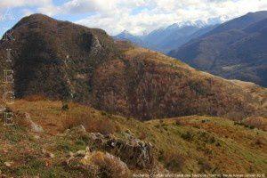 Rocher du Courbas vu du Sarrat des Taychous (1041m)