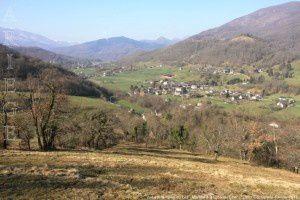 Vue sur la vallée du Lez - Montée à la Croix du Char (720m)