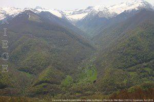 Vue sur le massif du mont Valier et la vallée du Ribérot - Montée au Mail Blanc (1287m)